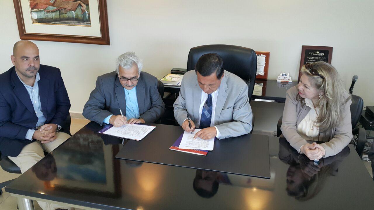 Firma de convenio UCAB e Indo América en Ambato
